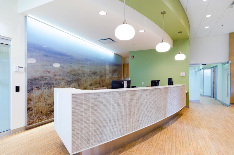 Photograph of the reception area of a cardiology clinic.